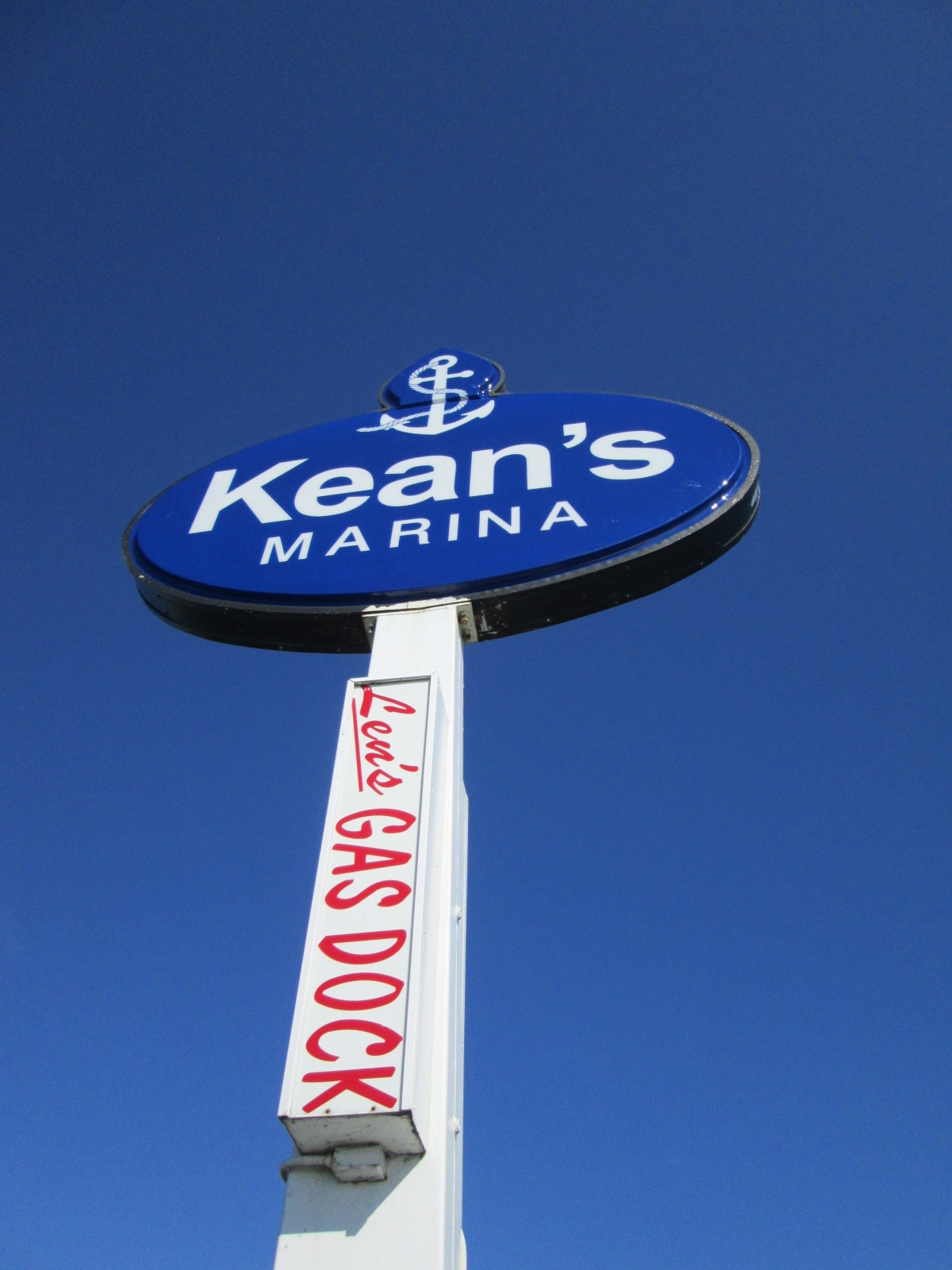 Kean's Marina - Detriot Pole Sign