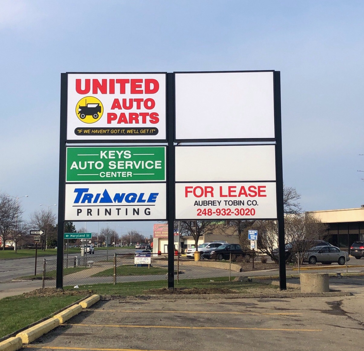 United Auto - Pole Sign - Roseville