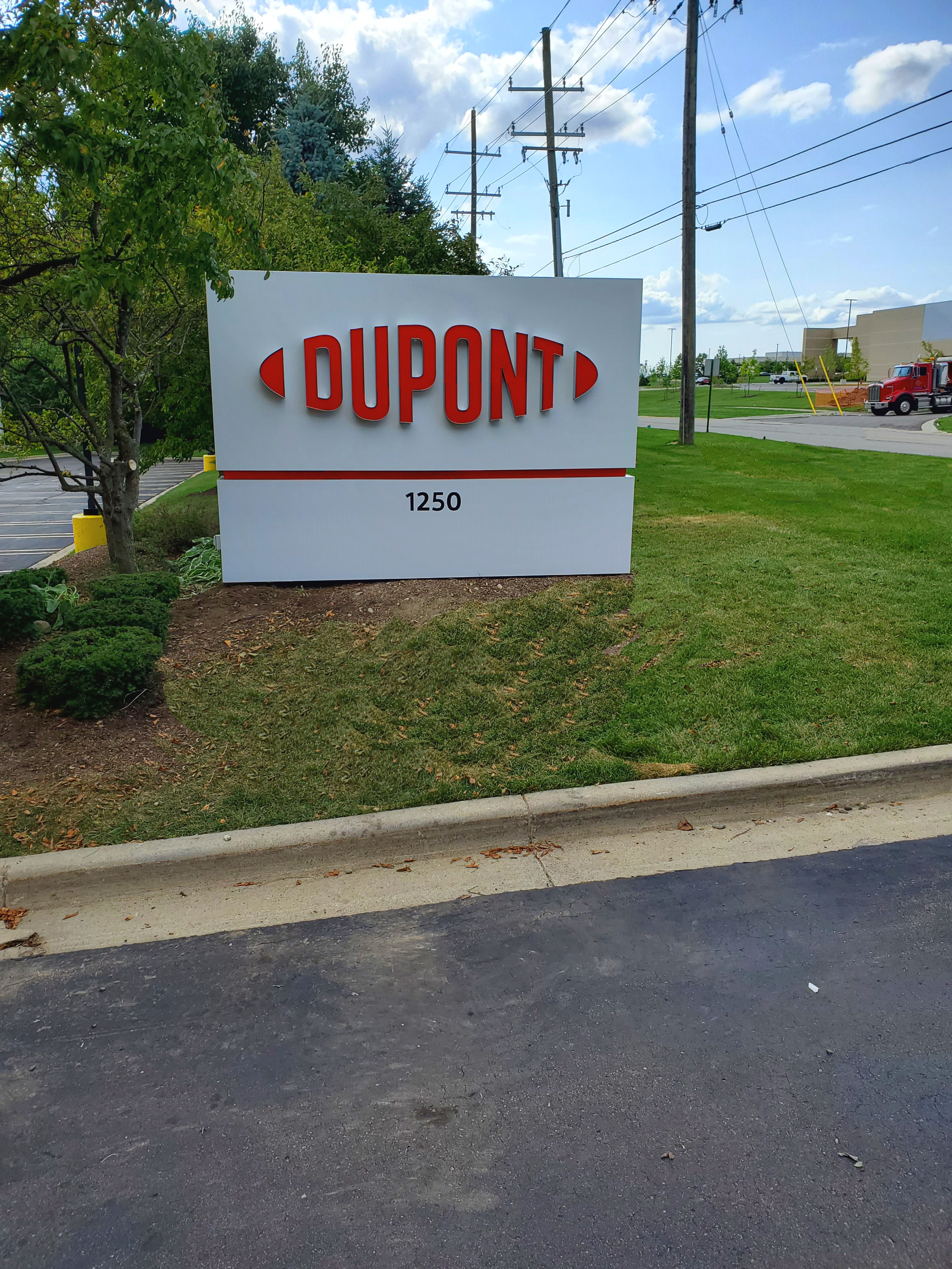 Dupont - Auburn HIlls - Monument Sign