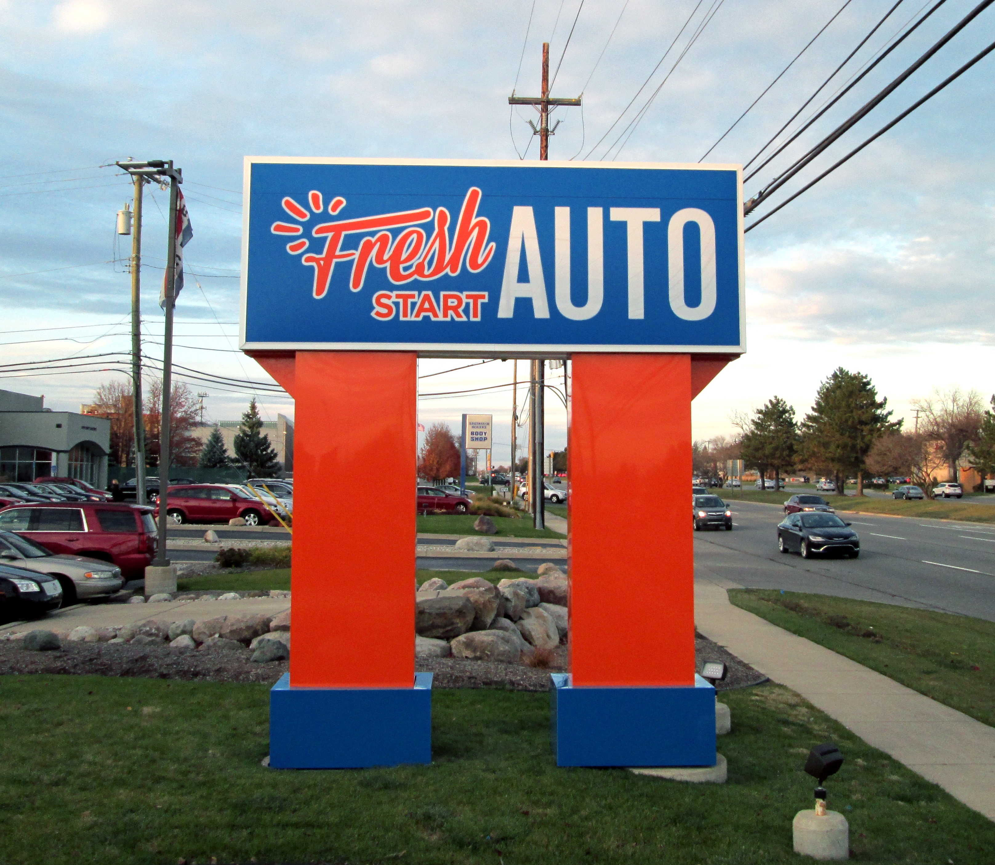 Fresh Auto- Pole Sign