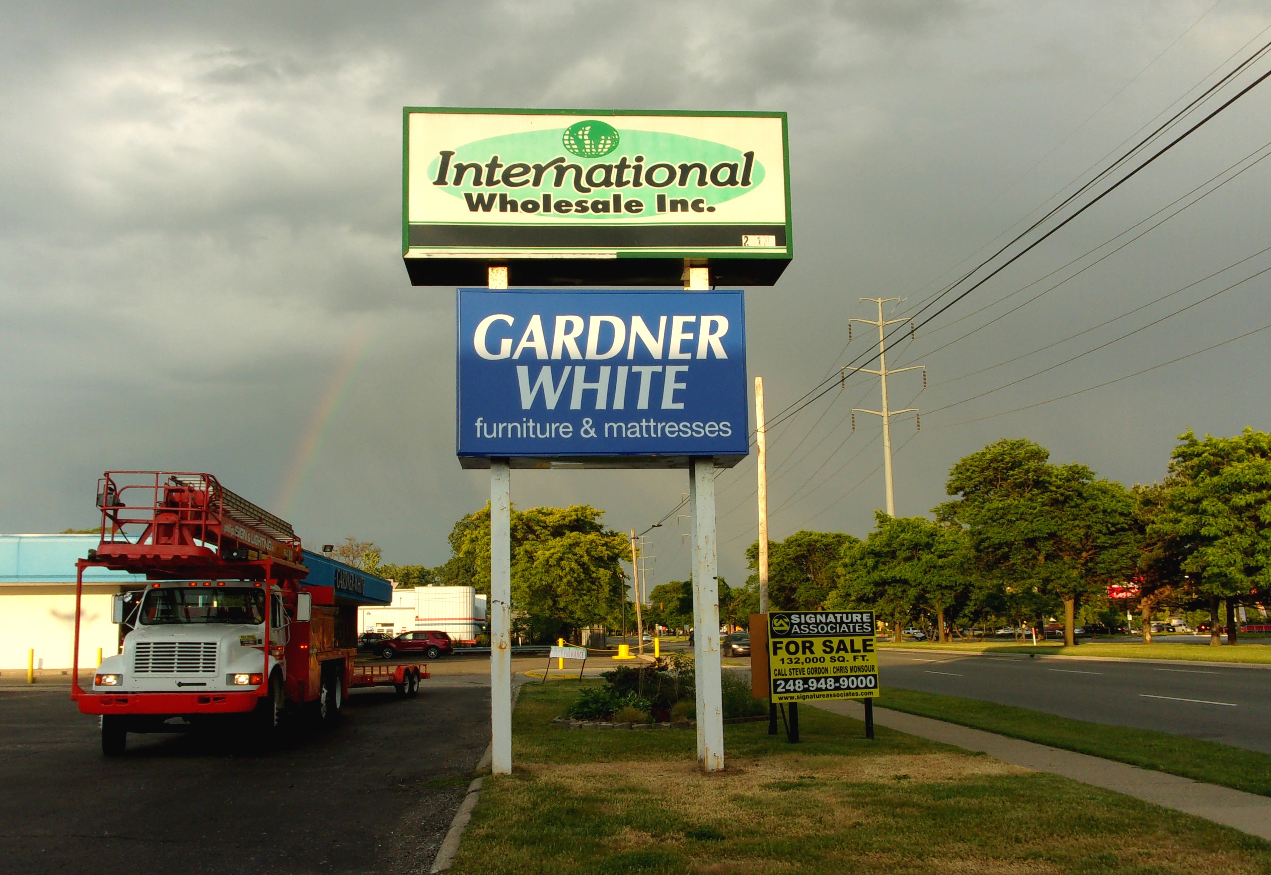 Gardner White Southfield- Pole Sign